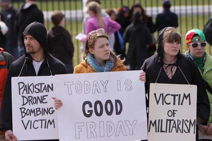 Good Friday witness outside the White House. (Photo by Ted Majdosz)